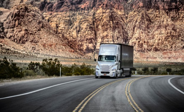 Freightliner-Inspiration-autonomous-semi-truck